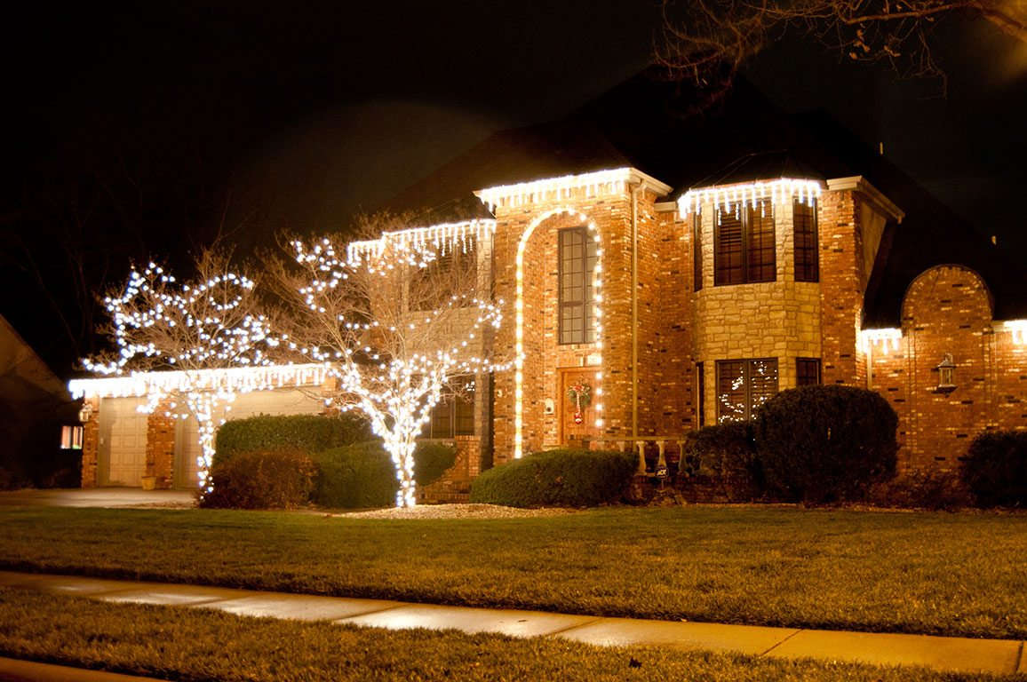 Keeping Christmas Light Installation Cost Affordable | Creative ...